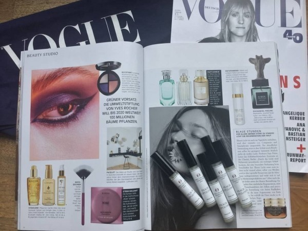 EN VOGUE with the WHEY ORGANIC COSMETICS Peach Lipgloss for the ultimative WO-GLOW!
